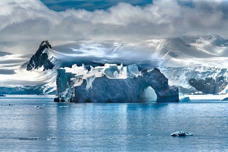 _DSC4550, Antarctica, Silversea, 12/2019, ANTARCTICA-10010NF15_CROP  Crop  Retouched_Morgan Shortell, Emily Rogers 01/23/2020
