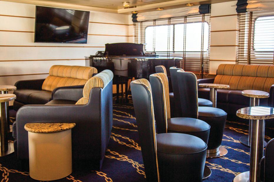Silver Galapagos - Explorer Lounge