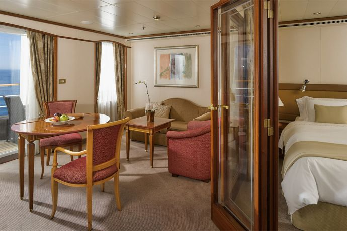 Silver Whisper - Medallion Suite