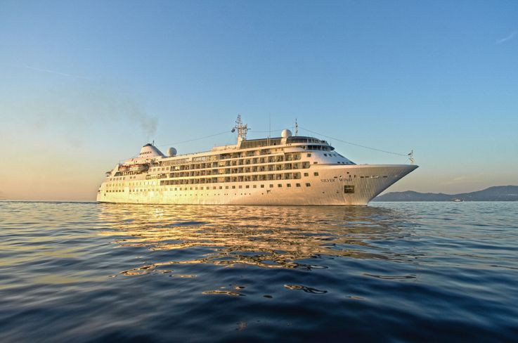 Best and luxurious cruise ship silver wind silversea for Luxury small cruise lines